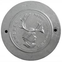 Hommage à sa Gracieuse Majesté, fonte et feuille d'aluminium, tondo, 57 x 3,5cm, 2008